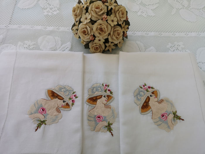 Pure linen embroidery ladies and flowers in full stitch by hand - Linen - After 2000