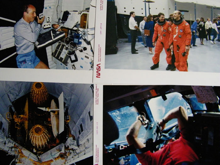 Training en vlucht STS-29 - Vier frisse NASA persfoto's uit 1989 van space shuttle missie  - Kodak Photo Paper
