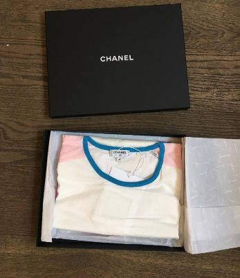 Chanel - 17C Viva Coco Cuba Libre Limited Edition Runway T-Shirt - Size: M Clothing Exclusive for sale