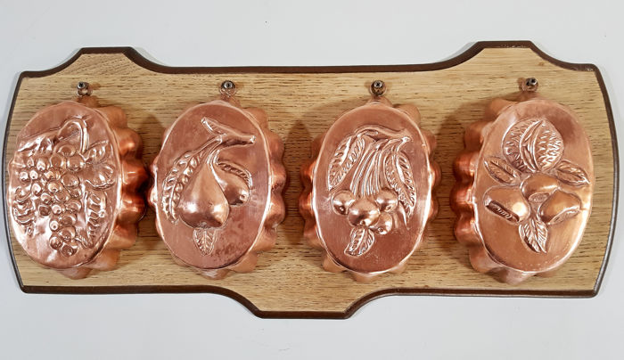 Four baking or pudding forms - Red copper