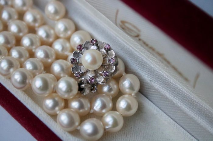 14 kt. White gold - Necklace with genuine sea/salty Japanese Akoya pearls ø7-7.4mm  - Rubies ca. 0.30 Ct - Excellent state