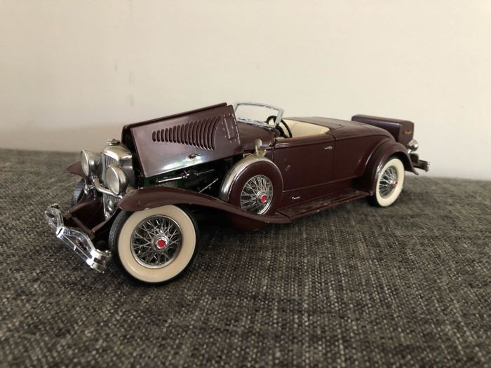 """Franklin Mint - 1:24 - 1935 Duesenberg J - with the well-known """"trunk"""""""