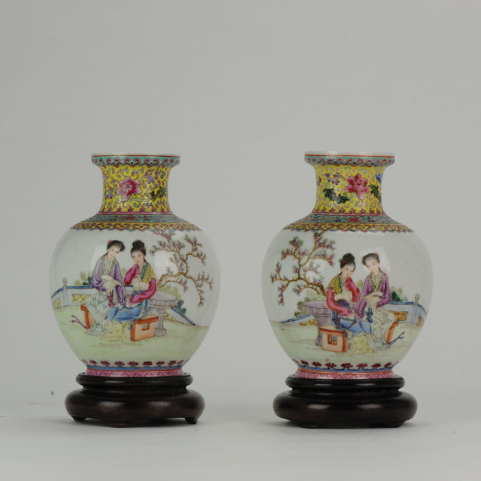 Vases (2) - Famille rose - Porcelain - Circa 1960 Fencai decorated EGGSHELL - China - People's Republic of China (1949 - present)