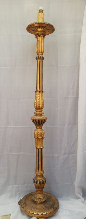 Sophisticated 800-meter torch in gilded and polychromed wood, 160 cm - Legno