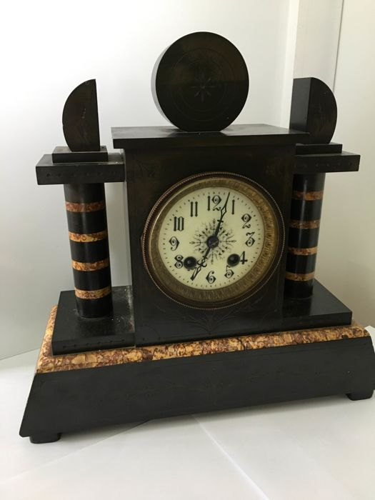 mantle clock art deco - marble and cast iron / bronze - Early 20th century