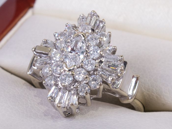 14 carati Oro - 1,08 Ct - Anello entourage di diamanti - centro 0.38ct.