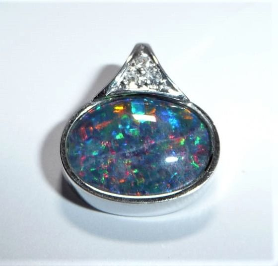 15 kt. White gold - Opal triplet 2.2 ct. - Diamonds 0.06 ct., Pendant austral. opal