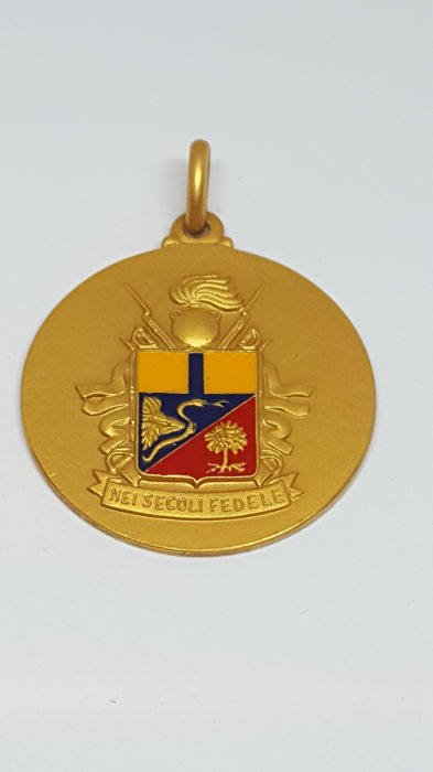 18 kt. Yellow gold, medal for value - Pendant, medal of the weapon of the carabinieri gold 13.13 grams enamels and engravings over the centuries faithful