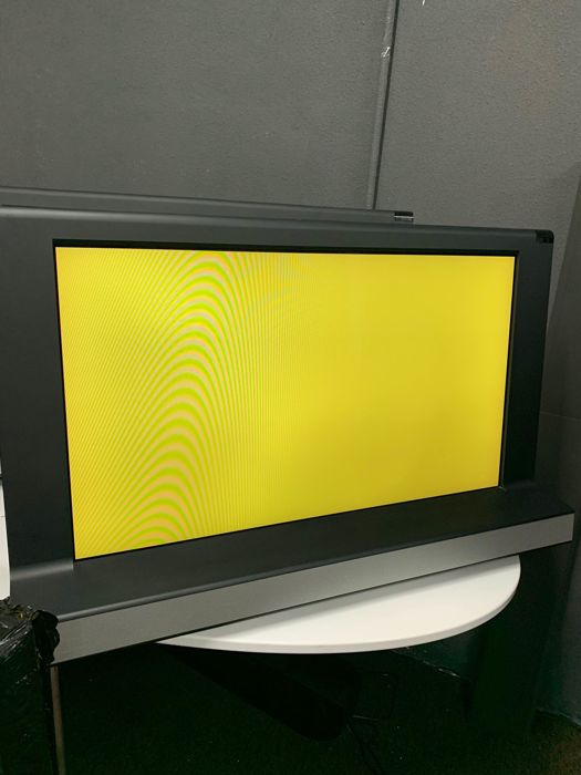 Beovision 8-32  - LCD television