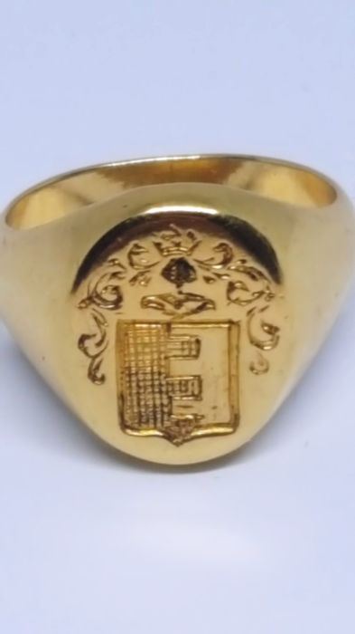 18 kt. 9.96 grams ducal heraldic coat of arms French stock shield - Ring, solid gold and stamp of the 17th-18th century family name