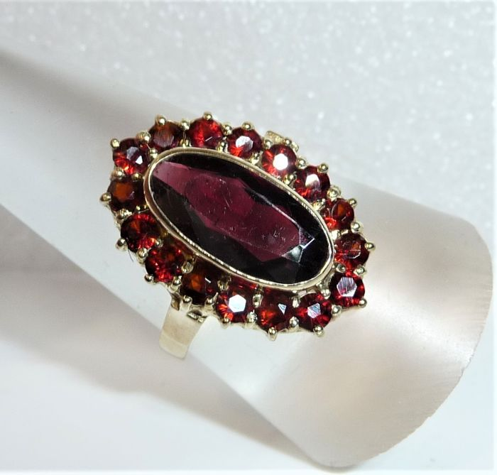 8 kt. Yellow gold - Large ring head 22 mm, Ring 4.6 ct. Garnet gems