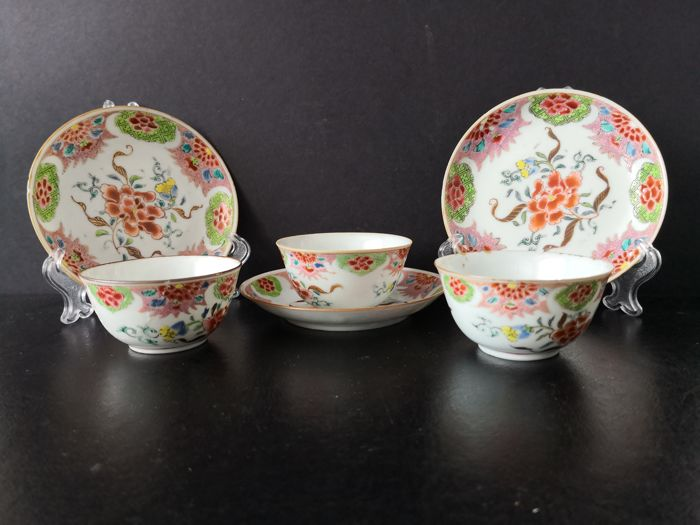 Chinese Famille-rose cups and saucers 3 sets - Porcelain - China - 18th century