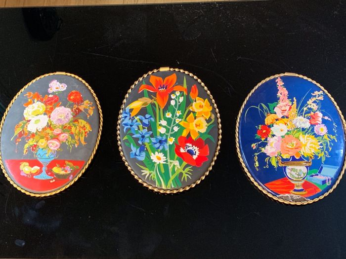 "Signé JEAN NEUHAUS & G. DOCZY - Modèle ""Saisons"" - Series of 3 enamelled plates in limited edition - metal"
