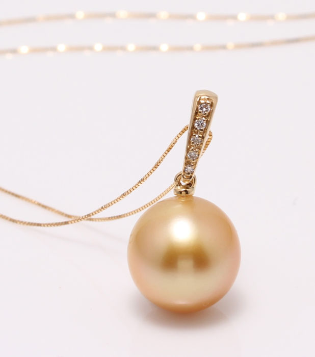 NO RESERVE PRICE - 18 kt. Yellow Gold - 12.5mm Golden South Sea Pearl  - Necklace with pendant - 0.04 ct