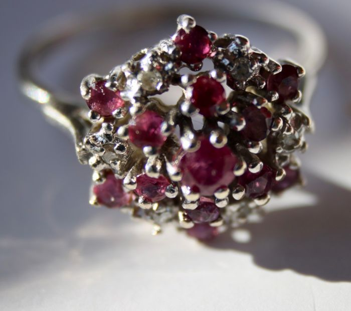 14 kt. White gold - Ring - 0.70 ct natural Ruby and  - Diamonds