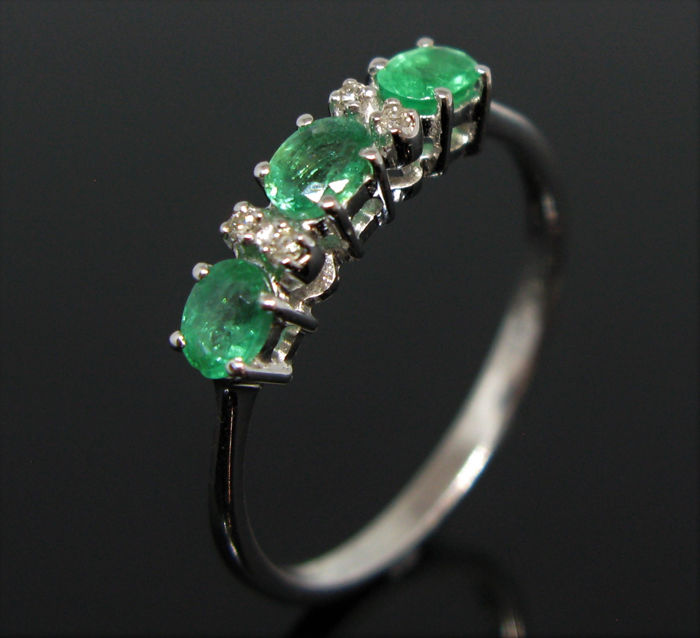 18 kt. White gold - Ring - 0.99 ct Emerald - Diamonds