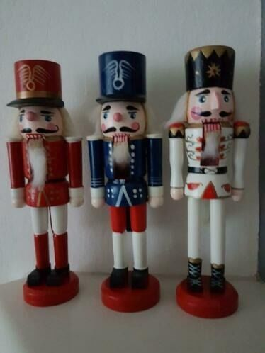 Dolls, 3 differently colored nutcrackers in the colors red, white and blue (3) - Wood