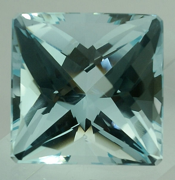 1 pcs Blue Topaz - 62.36 ct