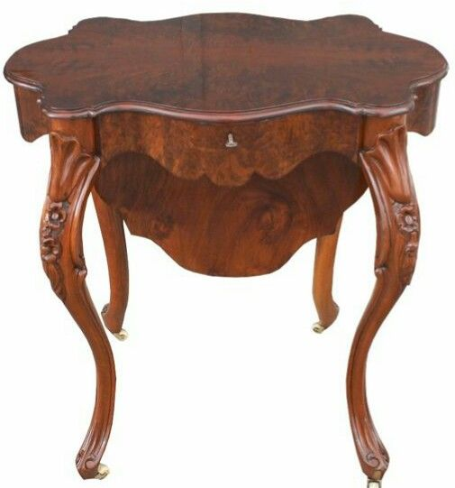 Sewing Table - Walnut - First half 19th century
