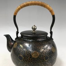 Copper pot - Copper and rattan knitting handle - A delicate copper teapot - Marked 'Hoeido' 芳栄堂 - Japan - ca. 1950