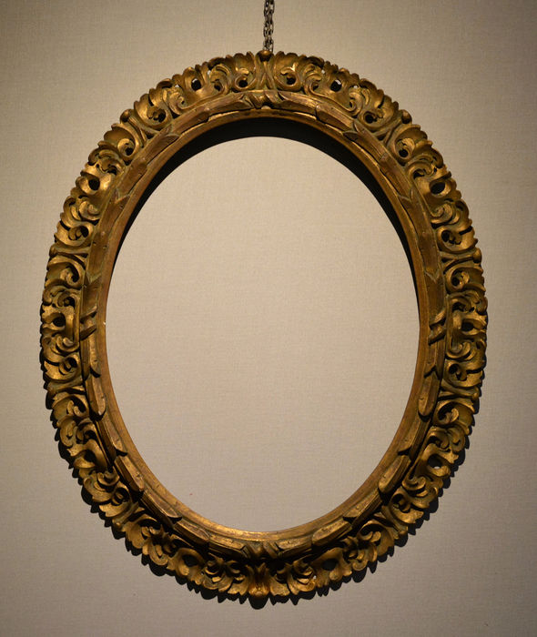 Oval frame (1) - Carved and gilded wood - Early 20th century