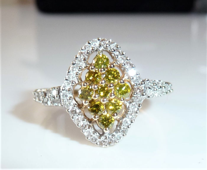 14 carats Or jaune - Bague en diamant / forme de marquise 0,27 ct. diamants