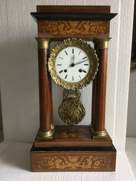 Mahogany columns clock with Marquetry - Bronze, Wood, Mahogany, Wood, Rosewood - Late 19th century