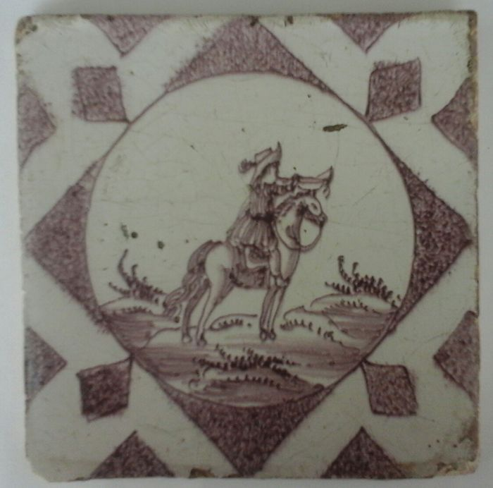 Antique tile with a Heraut and trumpet - Ceramic