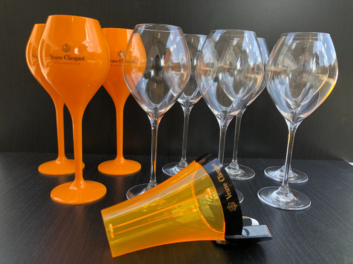 Mixed lot -  Veuve Clicquot Ponsardin glasses & bottle neck sleeve with led  - Champagne - 10 items