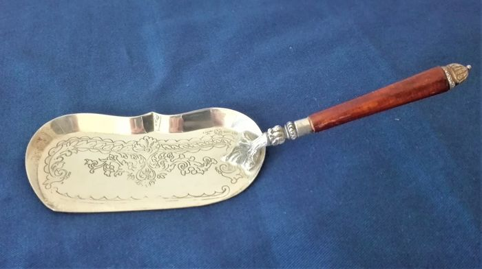 "Serve Cake Shovel - Hand Chiselled ""IL LEONE"" Florence - .800 silver - Italy - First half 20th century"