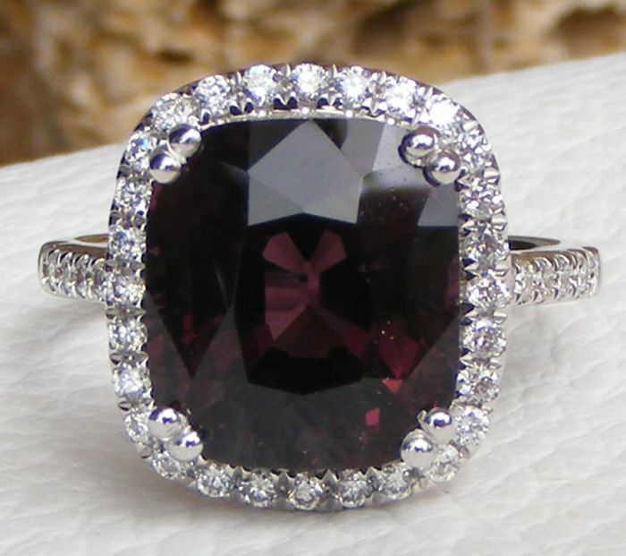 18 kt. White gold - Ring - 7.05 ct Spinel Purple certified No Heated by LFG Laboratory - et Diamants VS - Pas de prix de réserve