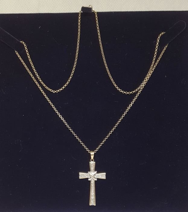 18 kt. Yellow gold - Necklace with pendant - 0.25 ct crucifix pendant with natural diamonds - Diamonds