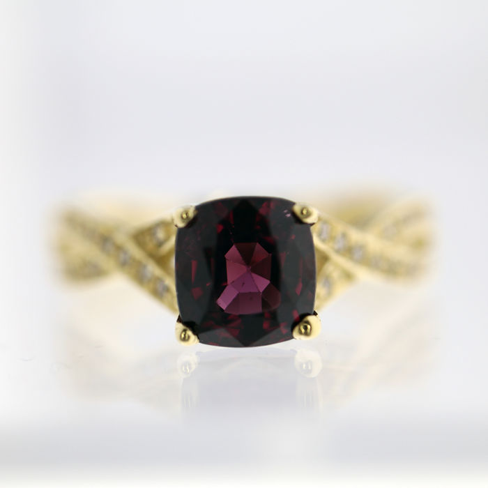 14 kt. Yellow gold - Ring - 1.48 ct Spinel - Diamonds