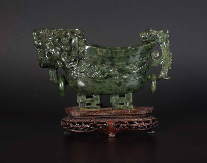 Serpetine sculpture of wine cup (1) - Serpentine - China - Early 20th century