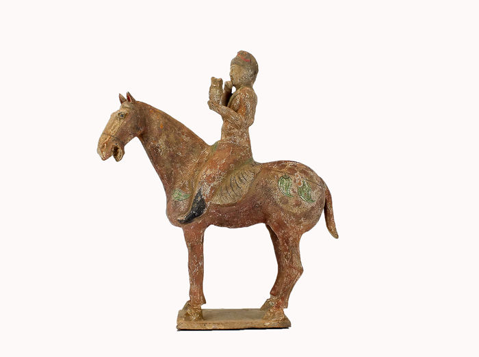 Mingqi - Terrakotta - A Mounted Hunter with Falcon, TL test, H- 42 cm.  - China - Tang Dynastie (618-907)