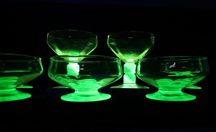 Doyen - Ice cream coupes with an green base (7) - Glass