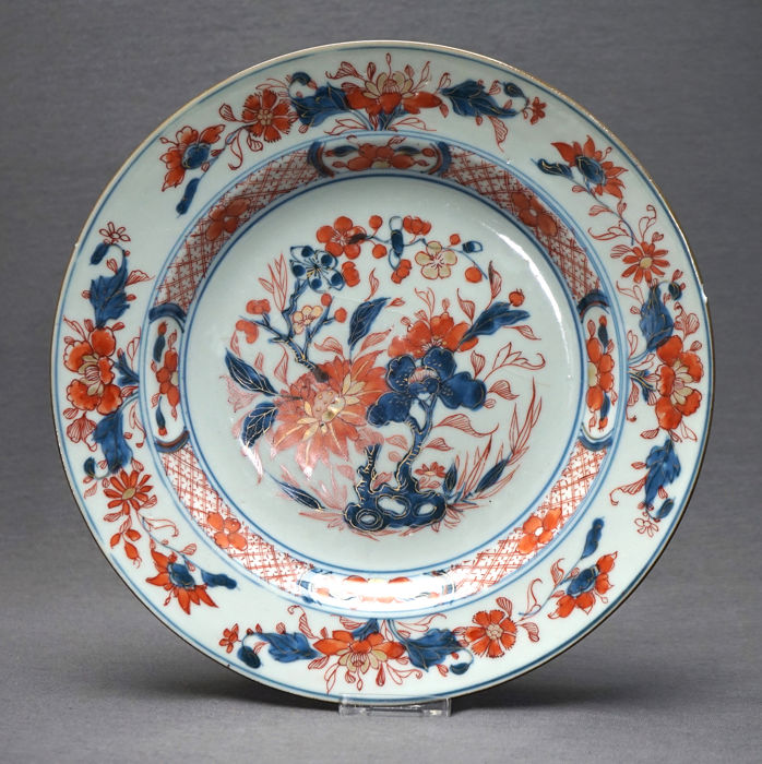 Plato - Imari - Porcelana - Peonies on pierced rock - China - Yongzheng (1722-1735) / Periode Qianlong (1735-1796)