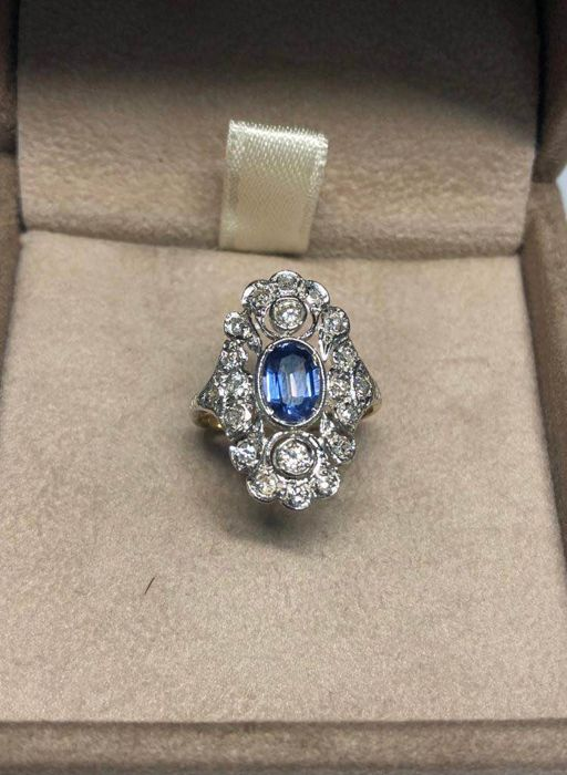 Yellow gold - Ring Sapphire - Diamonds