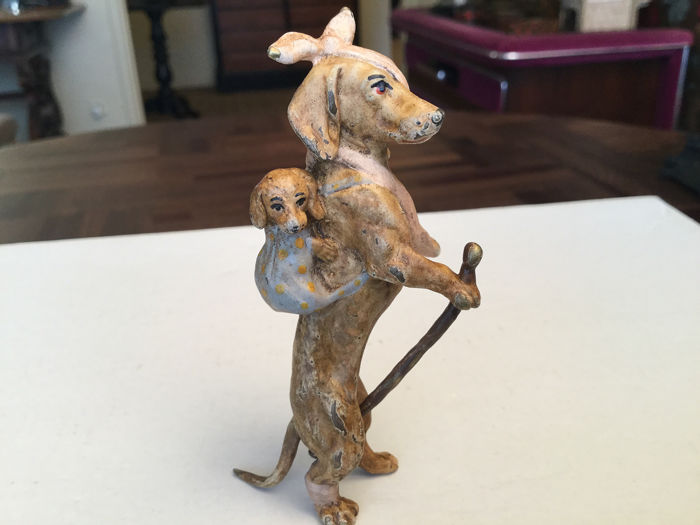 Sculpture, Vienna bronze - The stray dog and his puppy - Bronze (cold painted) - Early 20th century