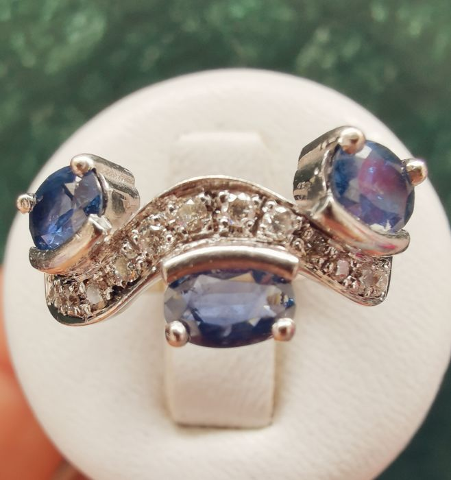 18 kt. White gold - Ring - 0.99 ct Sapphire - Diamonds