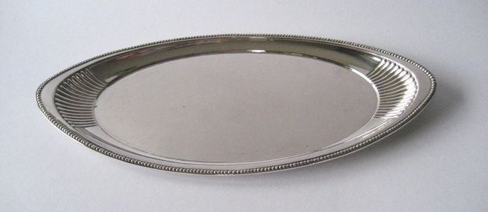 Tray, with grunts and pearl rim - .800 silver - Hugo Böhm - Germany - First half 20th century
