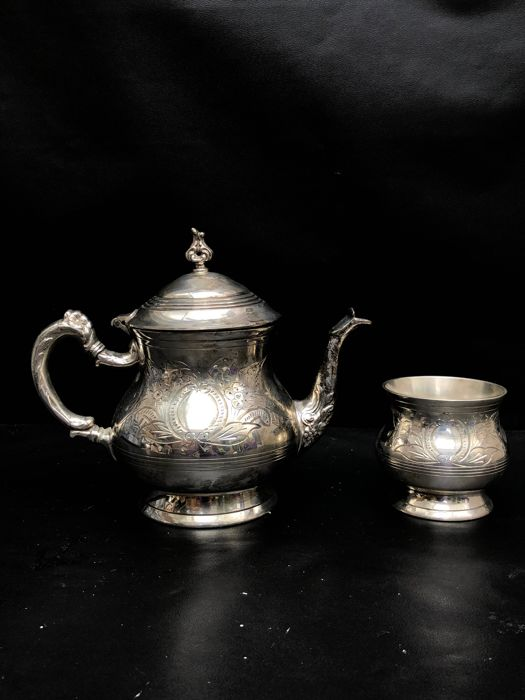 Sugar pot, Teapot - Silverplate - England - Early 20th century