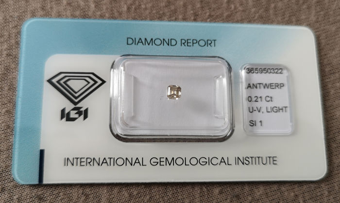 1 pcs Diamant - 0.21 ct - Émeraude - U-V, light grey brown - SI1