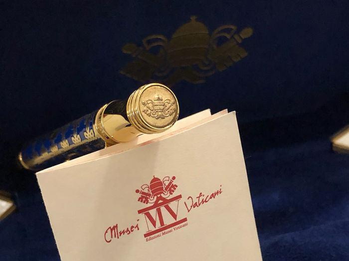 The Vatican Museums Collection Pen - NVMINE AFFLATVR - Il blu, la Poesia - 圆柱笔