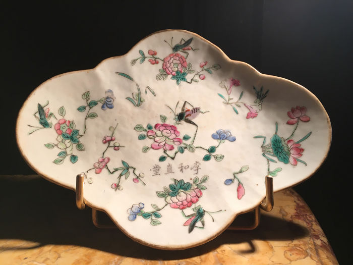 Stem bowl - Famille rose - Porcelain - Crickets and flowers - China - 19th century