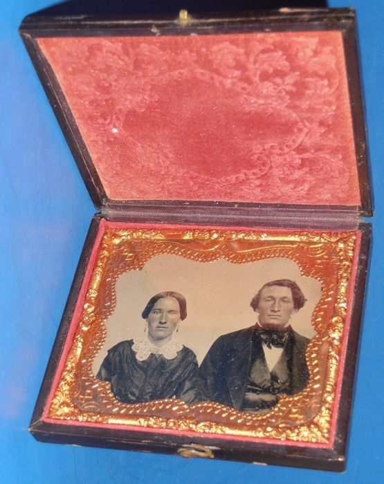 ambrotype - Very old portrait frame of a husband & wife ,  Early 19th century-Leath