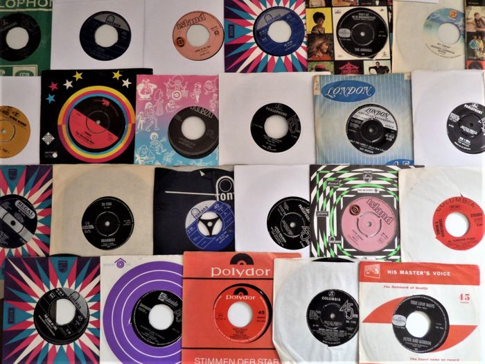 Beach Boys, Beatles, Animals, Who, Traffic, Jethro Tull and many others - Différents artistes - Lot of 30 singles from the sixties in white or factory sleeve - Différents titres - 45 rpm Single - 1957/1973