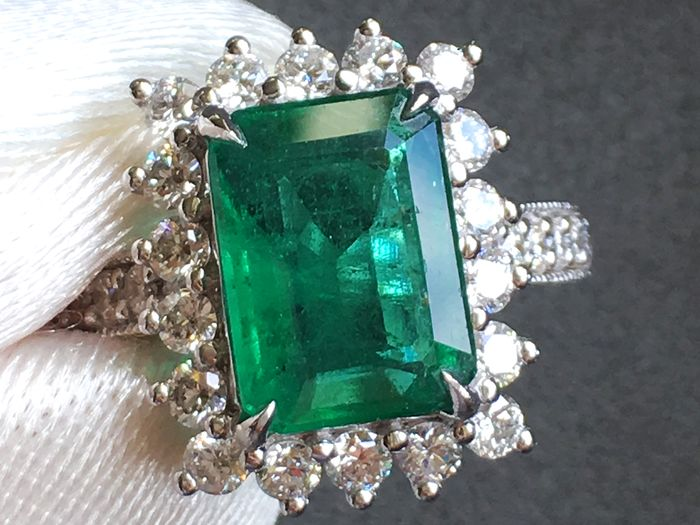 GIA - 18 karaat Witgoud - Ring - 3.77 ct GIA GECERTIFICEERD EMERALD - Diamant