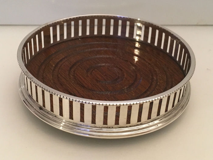 Sterling silver pierced  galleried turned mahogany base wine bottle coaster  (1) - Silver - U.K. - 1994