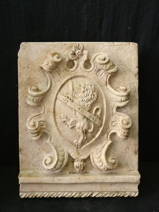 Finely carved Lombard emblem - 31 x 40 cm - Marble Bronzetto - 20th century